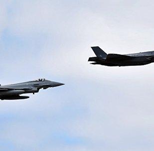 """实拍""""野兽版""""F-35轰炸地面目标 (视频)"""