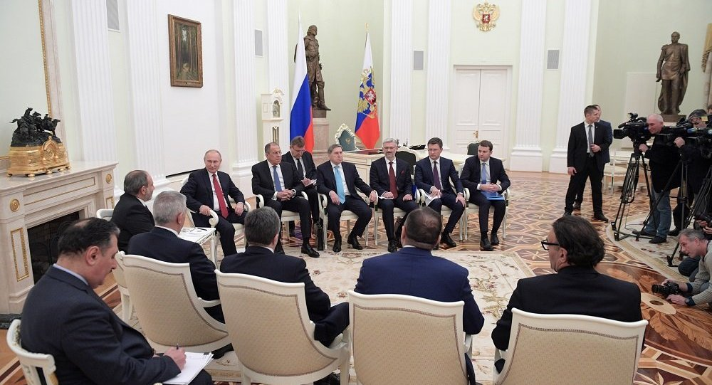普京:俄罗斯与亚美尼亚关系的良好态势应该保持