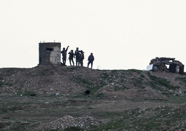 Бойцы Сил самообороны сирийских курдов