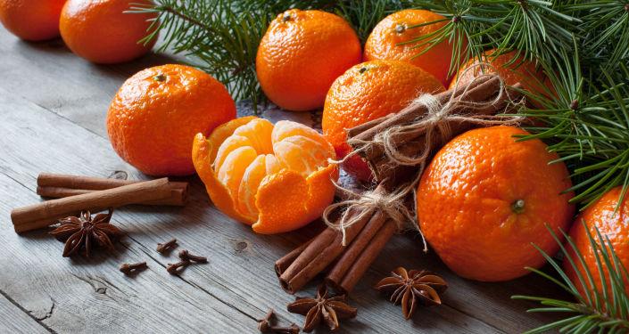 国际空间站宇航员带橘子庆新年
