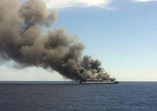 塞浦路斯海岸附近一艘油轮起火爆炸