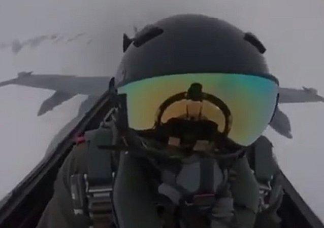 闪电击中F-18战斗机的视频现网络