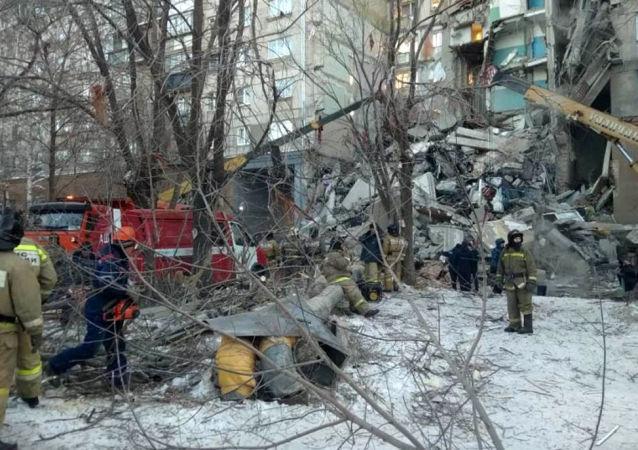 俄馬格尼托哥爾斯克居民樓倒塌已導致3人死亡