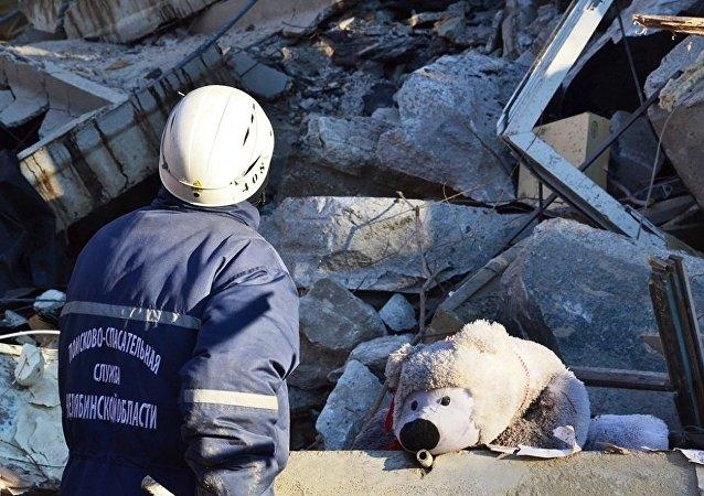 俄居民楼因燃气爆炸坍塌后目前或有36至40人被埋废墟下