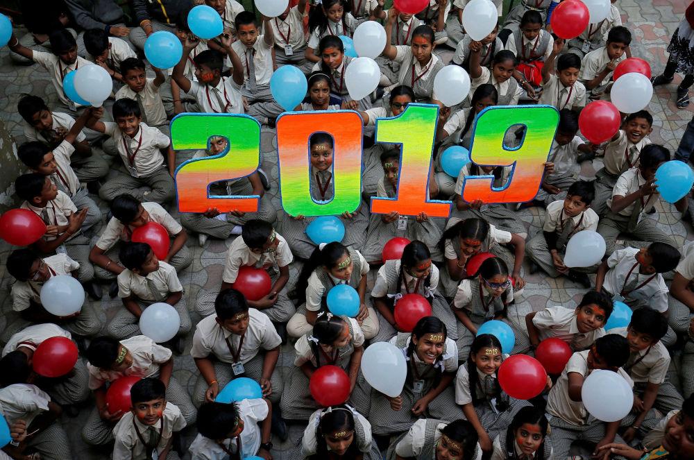 印度的中小學生在新年到來之前
