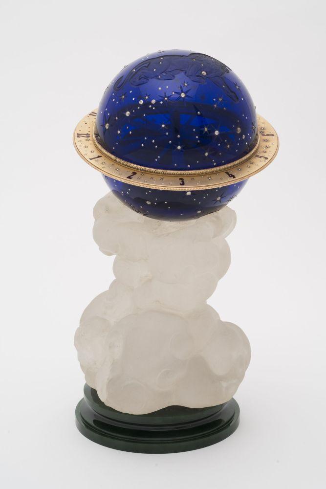 「皇太子星座」沙皇復活節彩蛋。俄羅斯女皇瑪麗亞·費奧多羅夫娜積極購買這類製品,支持石刻小動物形象的風尚。
