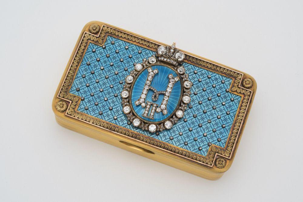 沙皇陛下办公室中的礼物鼻烟壶。