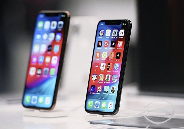 新款苹果手机模型首次在网络上展示