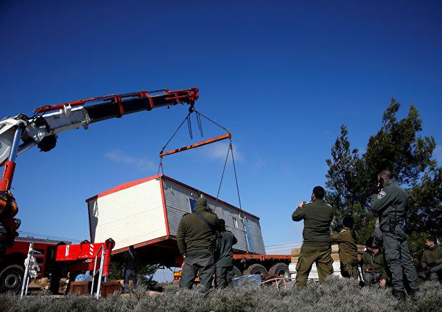 五名以色列警察在疏散阿莫納定居者的衝突中受傷