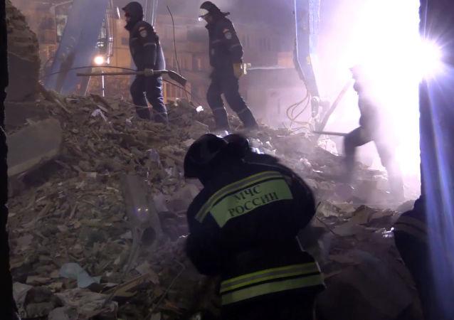 俄马格尼托戈尔斯克燃气爆炸事件1狗6猫获救