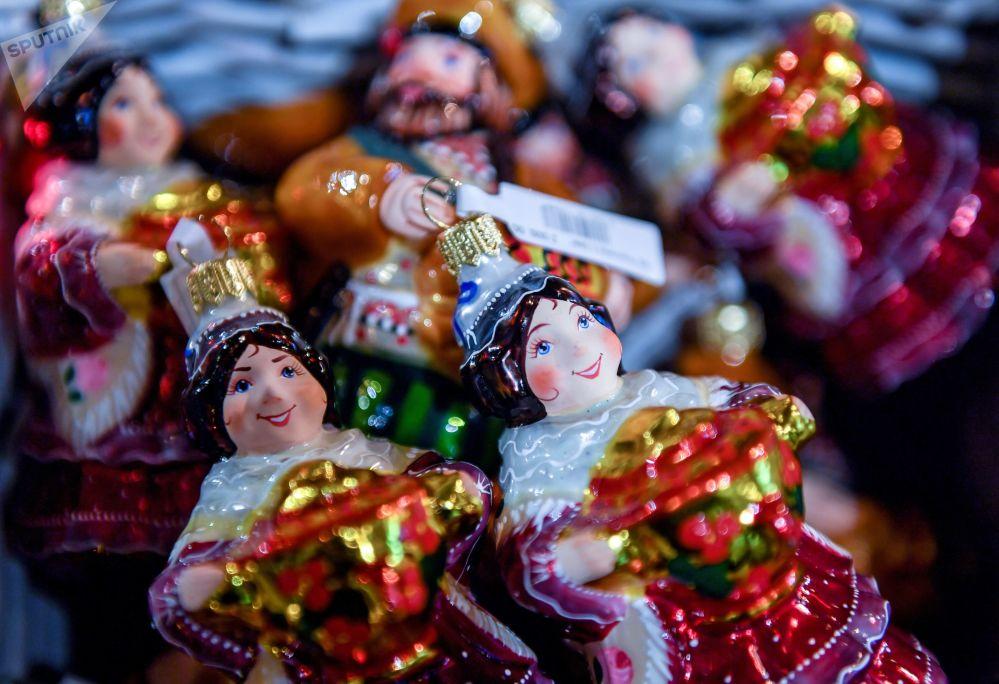 莫斯科国家百货商场的新年枞树装饰