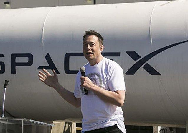 """美太空探索技术公司首次测试""""星际飞船""""引擎"""