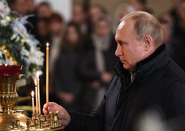 普京总统向俄罗斯人民祝贺圣诞快乐并指出教堂的积极作用