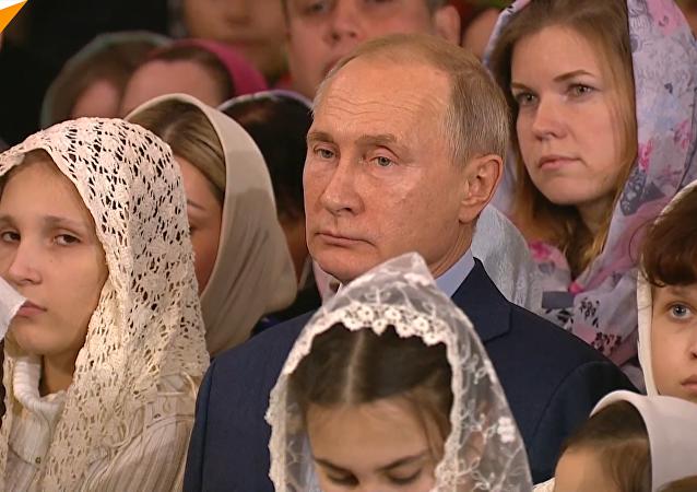 普京抵達聖彼得堡主顯聖容主教座堂參加聖誕禮拜