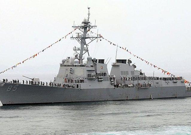 """美海军""""麦克坎贝尔""""号驱逐舰"""