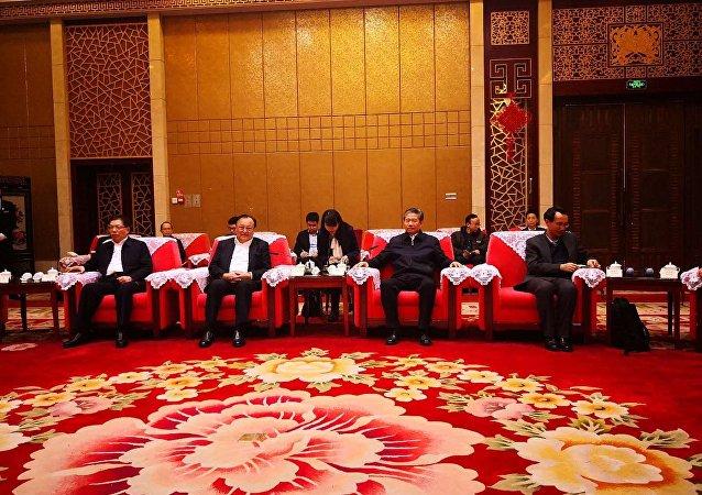 新疆维吾尔自治区主席雪克来提·扎克尔在乌鲁木齐会见来参访新疆外国记者