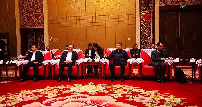 新疆維吾爾自治區主席雪克來提·扎克爾在烏魯木齊會見來參訪新疆外國記者
