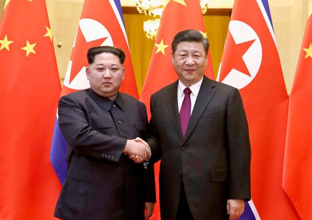朝鮮領導人金正恩(左)和中國國家主席習近平