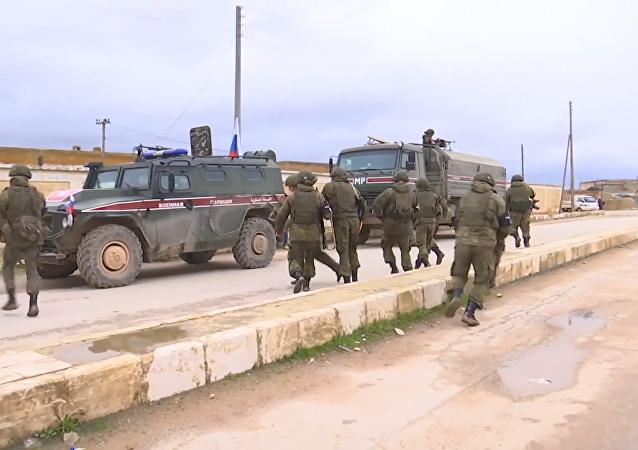 俄憲兵開始在曼比季巡邏以阻止土耳其人進攻