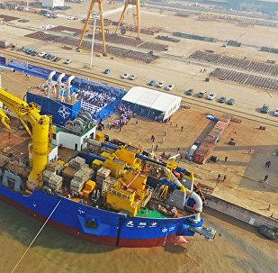 """中国建造的亚洲最大重型自航绞吸船""""天鲲号""""具备投产能力"""