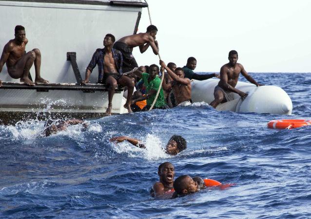 歐盟委員會:歐盟2015年以來已在地中海營救65萬余名難民
