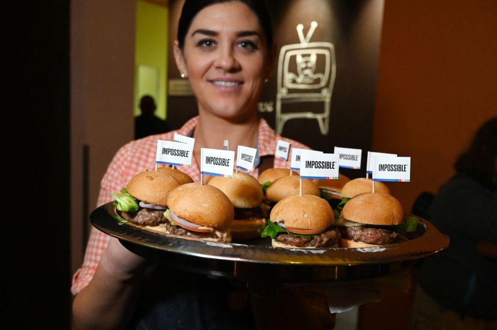 拉斯維加斯2019 CES展會上不可思議的漢堡和鞦韆上的美人魚