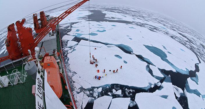 「雪龍號」破冰船