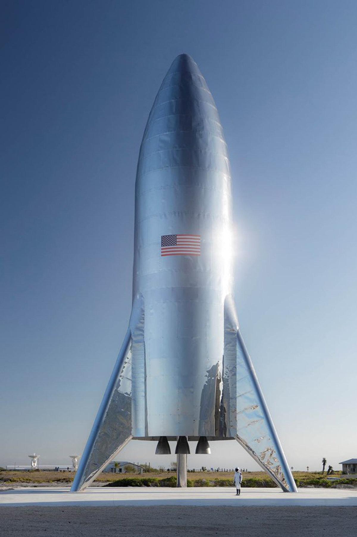 马斯克发布新型星际飞船照片