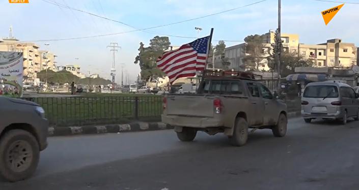特朗普宣布撤军后美国卡车仍在曼比季巡逻