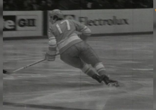 苏联冰球传奇瓦列里·哈拉莫夫诞辰