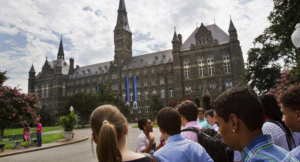 """美国一所历史最悠久的大学开设了""""俄罗斯的很合战争威胁""""课程"""