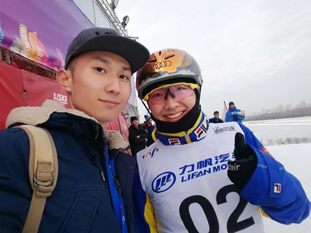 徐同学和中国滑雪运动员徐梦桃合影