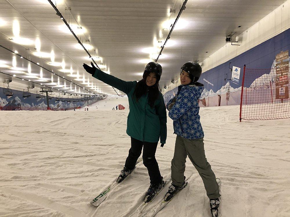 夏小姐和她的朋友在俄罗斯室内滑雪场