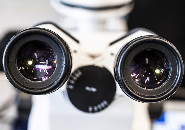科学家研制出搜索暗物质的超快速机器人显微镜