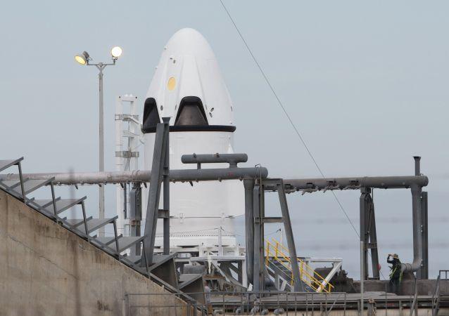 """美国""""龙-2""""型飞船的载人发射推迟至七月"""