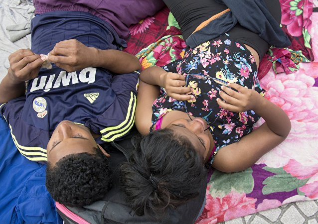 一批移民從洪都拉斯出發前往美國