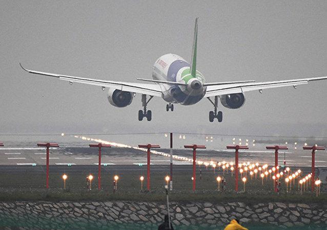 一位醉酒中國籍女性在雅典飛北京航班上咬傷空姐
