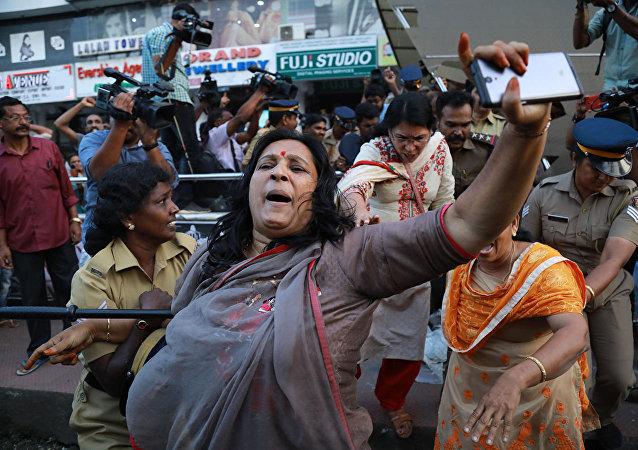 媒体:印度喀拉拉邦女性入庙引发大规模抗议浪潮