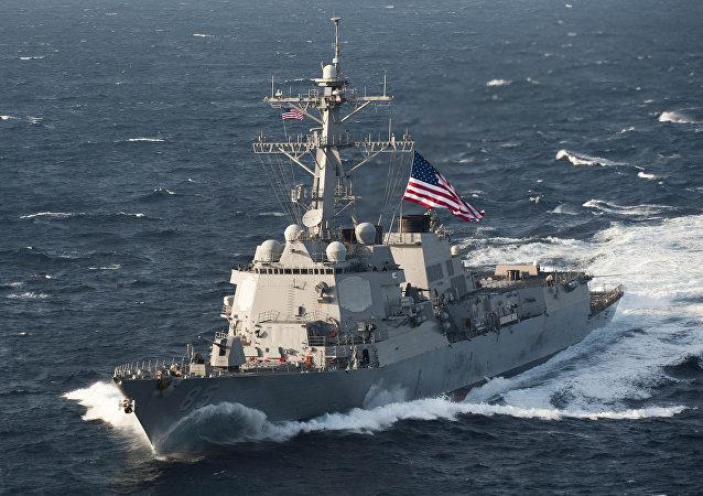 Американский ракетный эсминец USS McCampbell (DDG-85) в Южно-китайском море.