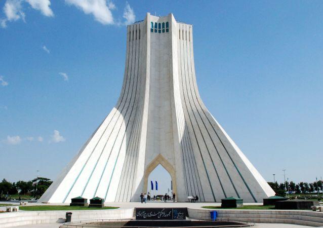 伊朗首款喷气式无人机原型机试飞成功