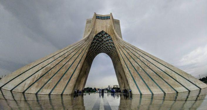 """媒体:伊朗称美国加剧制裁会收到""""惊喜"""""""
