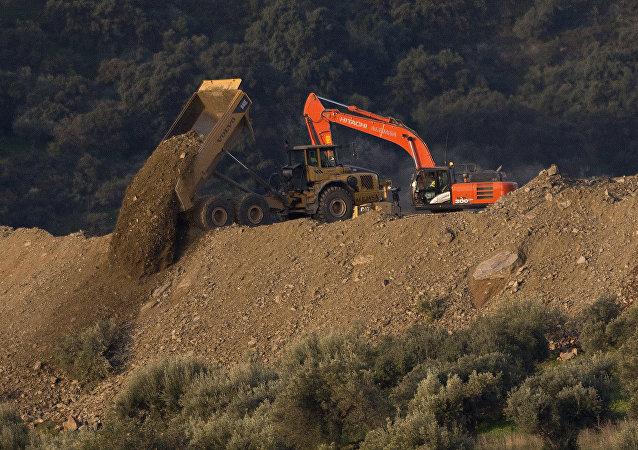 西班牙為救兩歲男孩已挖隧道33米
