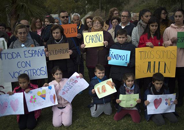 在西班牙托塔蘭鎮前所未有的拯救一名兩歲男孩的行動仍在繼續
