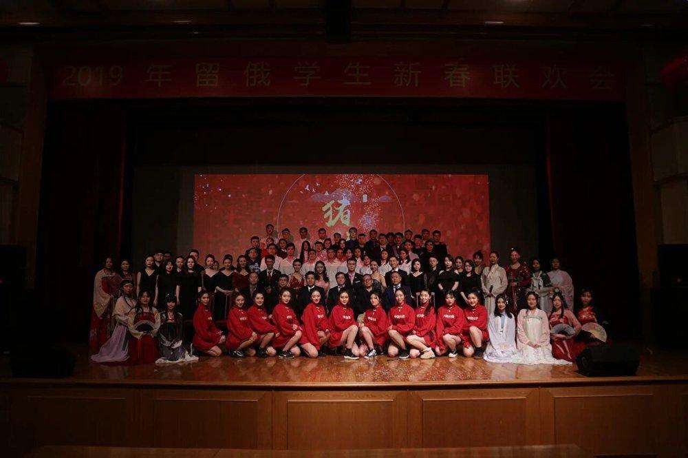 留俄学生春节联欢晚会谢幕合影