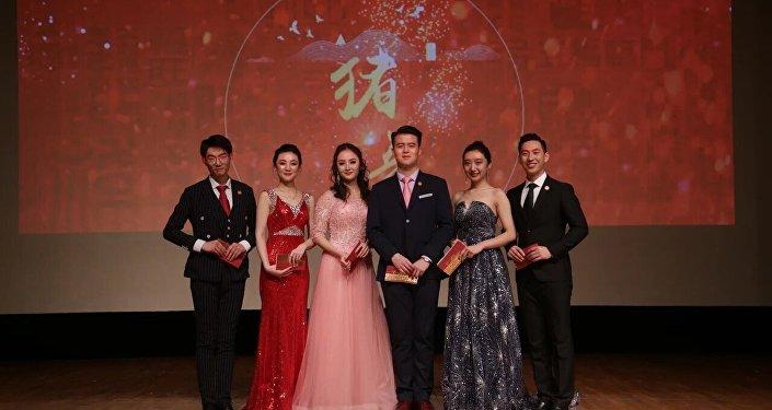 留俄学生春晚上精彩的节目演出瞬间