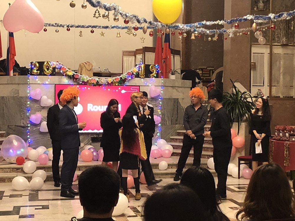 留俄学生春节联欢会上游戏环节