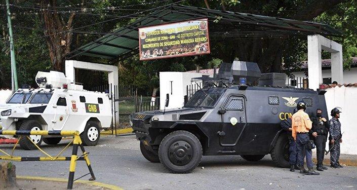 Бронированные машины перед штаб-квартирой Боливарианской национальной гвардии в Каракасе, Венесуэла. 21 января 2019