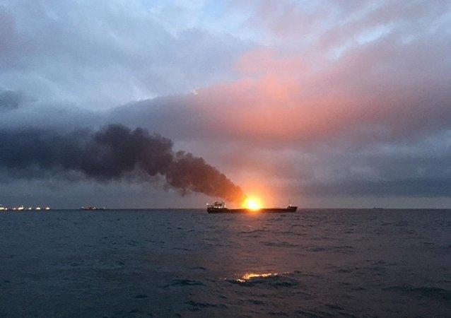 赤海峡船舶起火