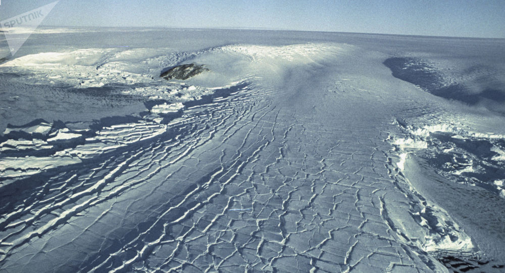 創造環球飛行紀錄的乘組在南極遭遇零下83度低溫