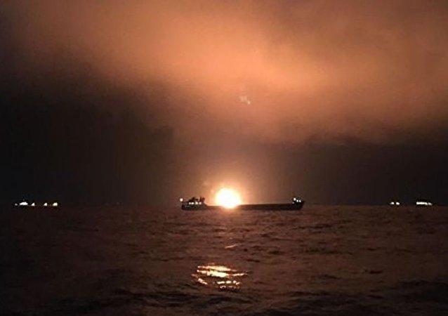 黑海上船只火灾的伤者因恶劣天气而无法送至港口